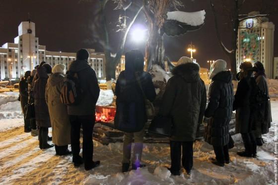 19-dekabrya-2012-goda-godovschina-Ploschi-molitva-za-politvyaznau-05