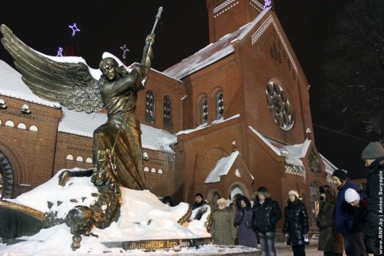 19-dekabrya-2012-goda-godovschina-Ploschi-molitva-za-politvyaznau-06
