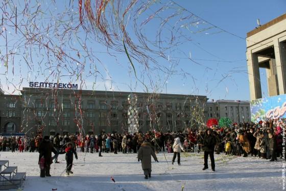 Parad-Dedov-Morozov-i-Snegurochek-23-dekabrya-04