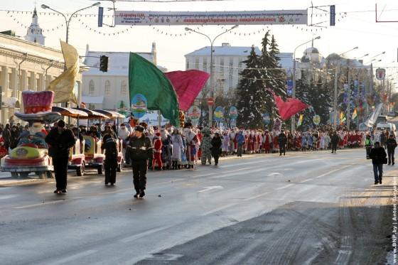 Parad-Dedov-Morozov-i-Snegurochek-23-dekabrya-10