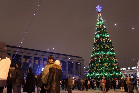 Novogodnaya-noch-2013-v-centre-Minska-10