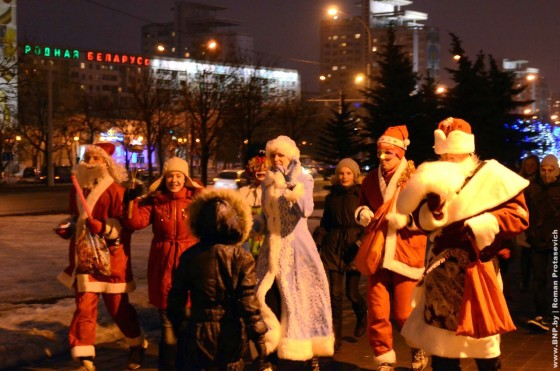 Novogodniy-zabeg-dedov-morozov-31-dekabrya-4