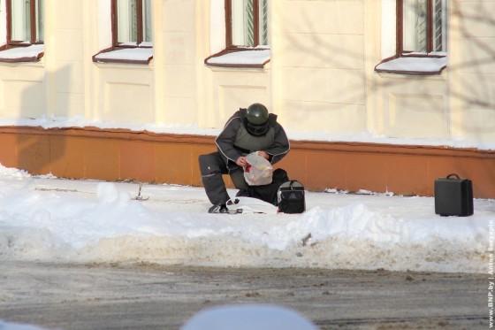 Razminirovaniye-paketa-v-centre-Minska-10
