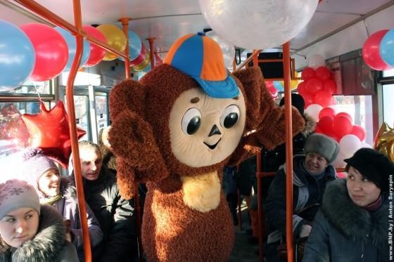 Rozhdestvenskiy-tramvay-ezdit-po-Minsku-6-7-janvarya-02