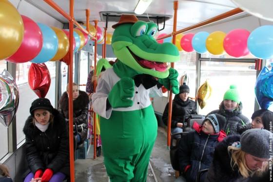 Rozhdestvenskiy-tramvay-ezdit-po-Minsku-6-7-janvarya-09