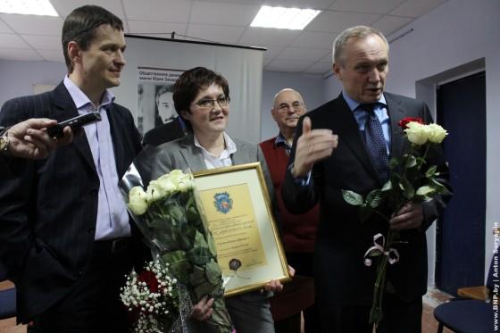 Raisa-Mihalovskaya-poluchila-premiy-Yriya-Zaharenko-09