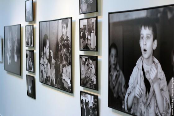 Photovistavka-Dokument-i-obraz-otkrilas-v-galereye-Savickogo-5