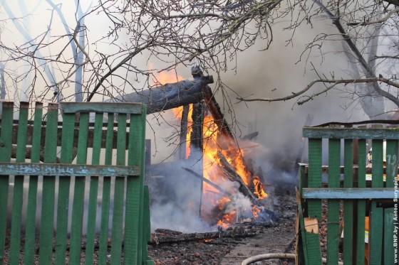 Pozhar-v-chastnom-dome-24-aprelya-01