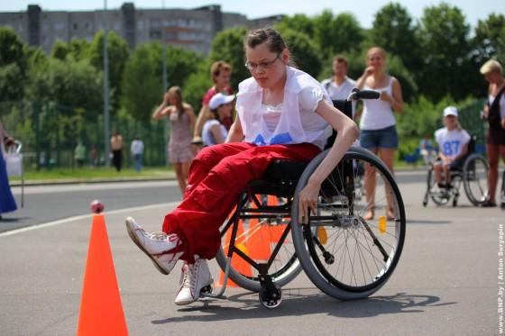 Invalidi-kolyasochniki-22-june-v-Minske-Serebryanka-06