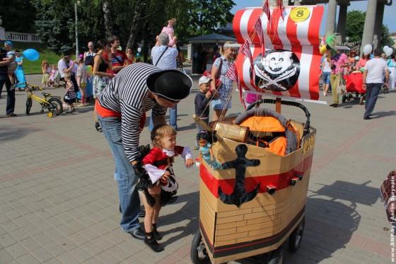 Parad-kolyasok-2-iynya-park-Gorkogo-02