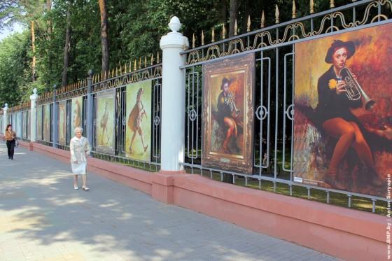 Proect-Ozhivshiye-kartini-eksponiruetsa-v-centre-Minska-02