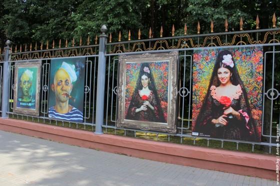 Proect-Ozhivshiye-kartini-eksponiruetsa-v-centre-Minska-06