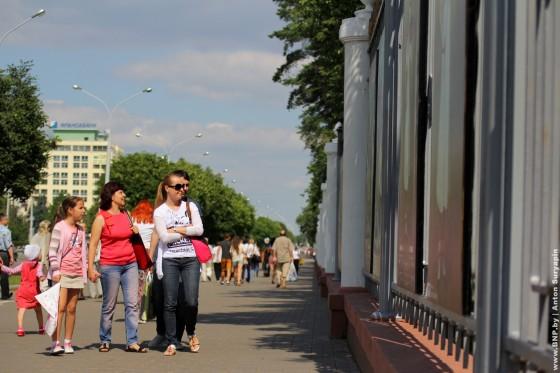 Proect-Ozhivshiye-kartini-eksponiruetsa-v-centre-Minska-14