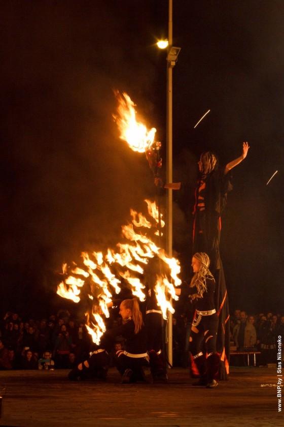 Fireshow-6-aprelya-v-Minske-Dvorec-molodezhi-22